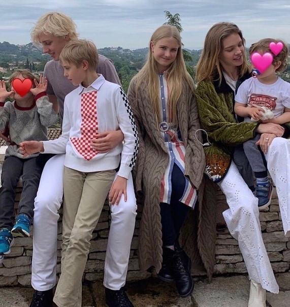Наталья Водянова поделилась снимком с детьми!