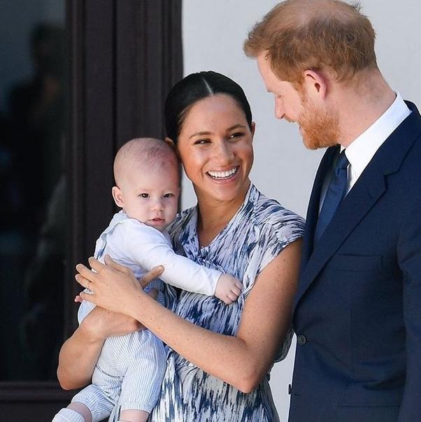 Сыну Меган Маркл и принца Гарри, Арчи, исполнился год.