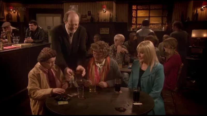 В пабе 10 Весёлые бабушки и профессор Отрывок из сериала Семейка миссис Браун