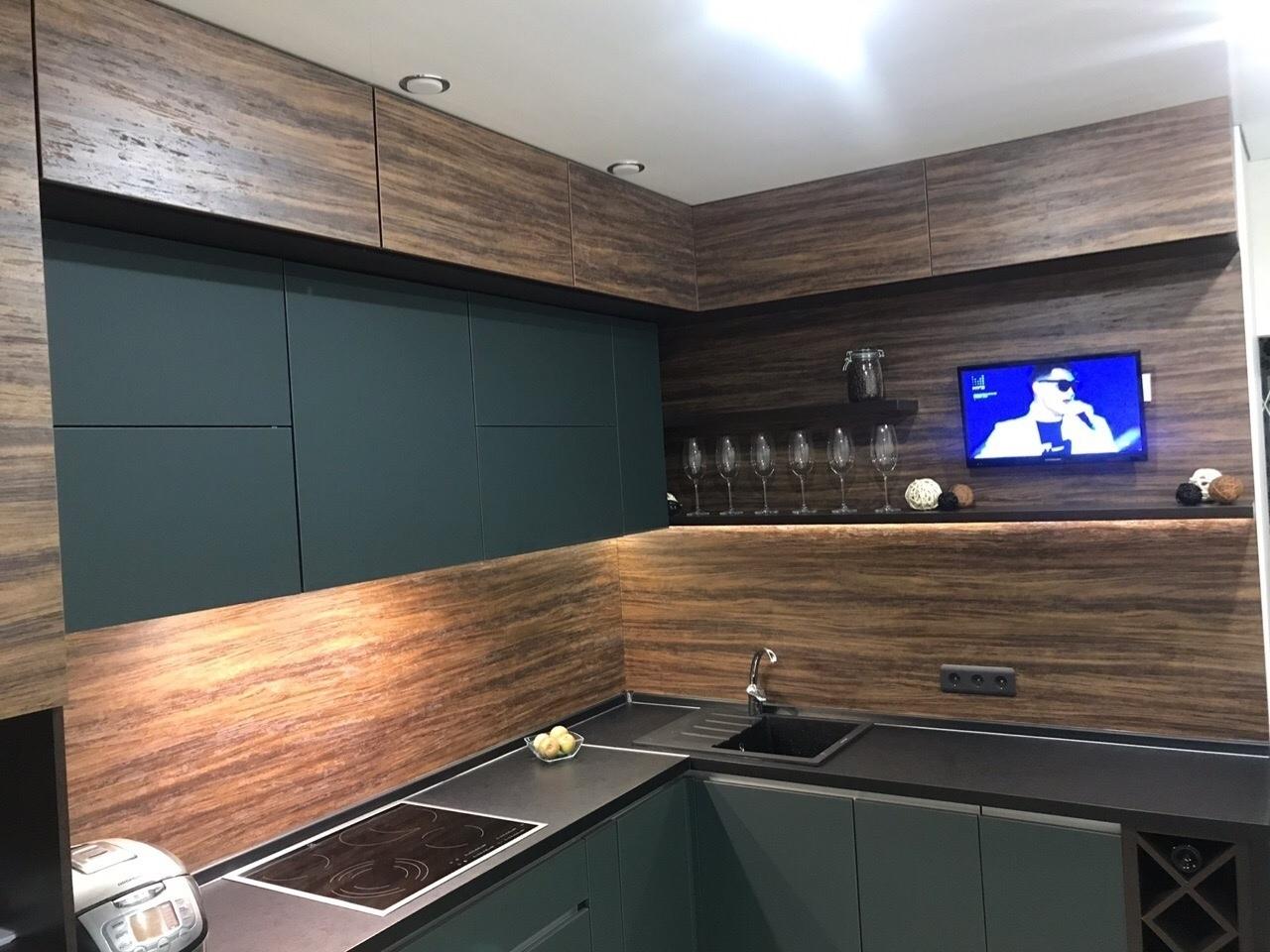 Лаконичный дизайн угловой кухни. По мне так очень здорово. А вам нравится?