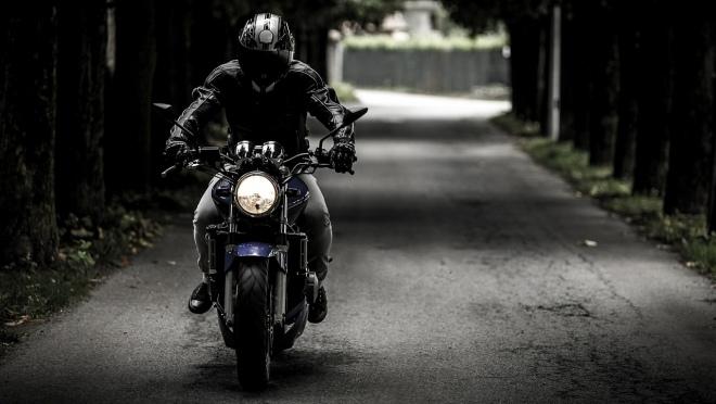 В Марий Эл пьяный подросток с девушкой перевернулись на мотоцикле
