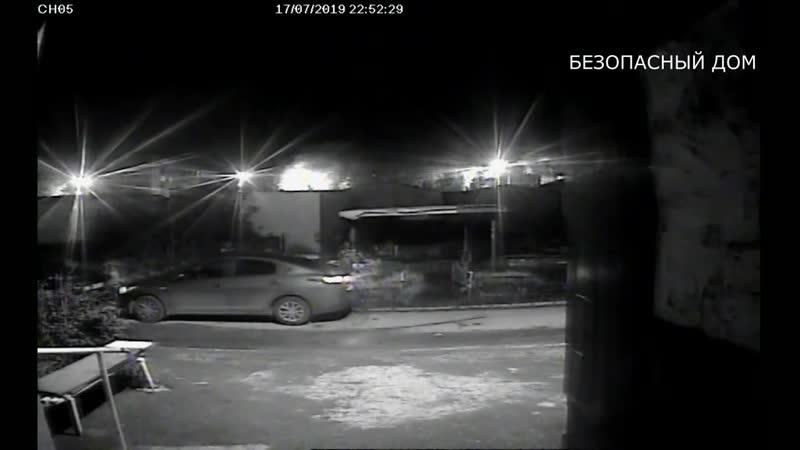 Самарский парень устроил забег по припаркованным авто