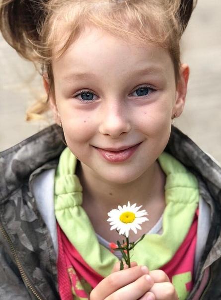 Врачи назвали маленькую девочку истеричкой и отправили домой, не став лечить Через 2 дня она скончалась.История началась 17 августа в станице Каневской Краснодарского края. Поздно вечером
