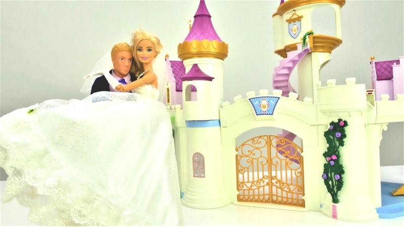 O vestido da noiva para a Barbie. Barbie em Português Brasil.Vídeos de brinquedos para meninas.