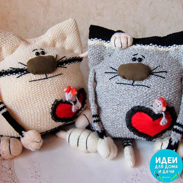 Милые подушечки - котики.