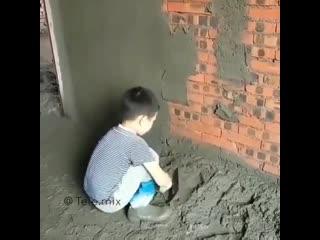 Сын помогает отцу делать ремонт