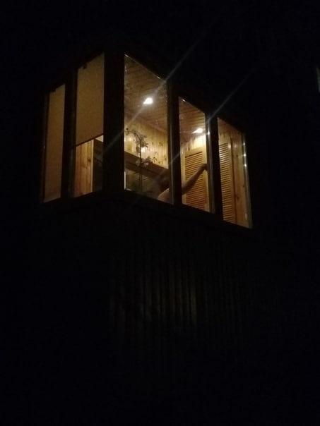 Ремонт нашего балкона. Всё делал своими руками муж. Шкаф и сидушка тоже его работа