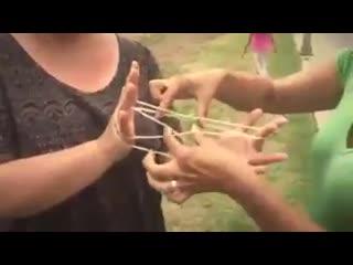 игра для детей  плетёнка на пальцах