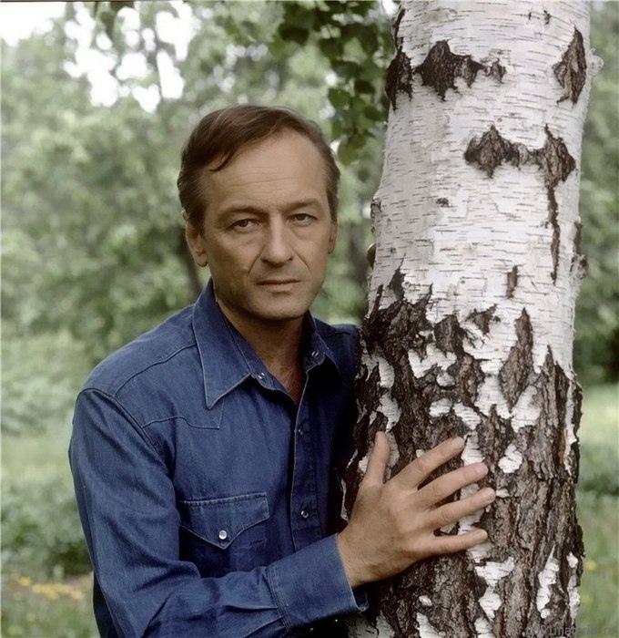 Михаил Ножкин - советский и российский актёр театра и кино, поэт, музыкант.