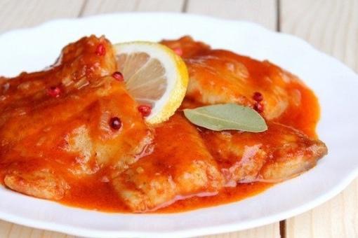 Тушеная рыба с томатами по-сицилийски: пальчики оближешь!