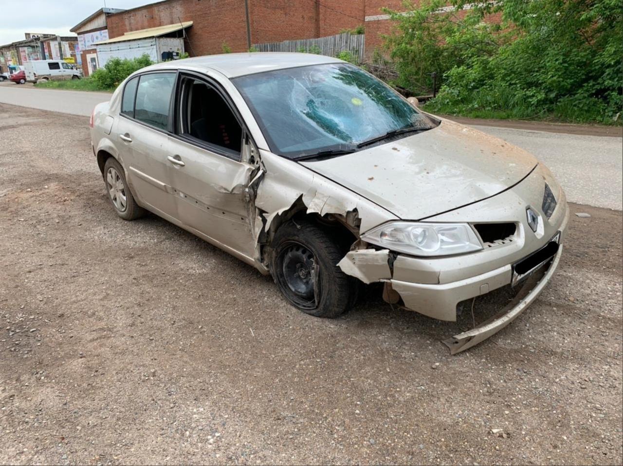 В Можге пьяный водитель врезался в бетонный