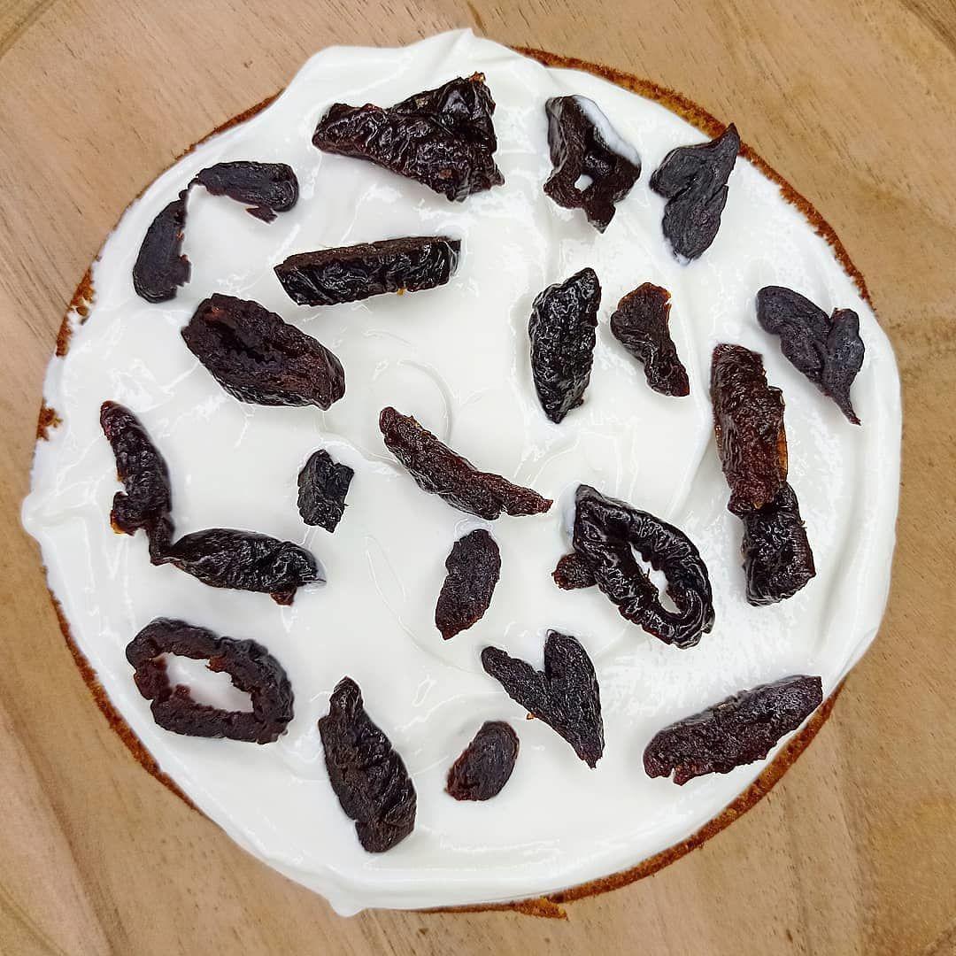 Творожно-тыквенный торт с черносливом.