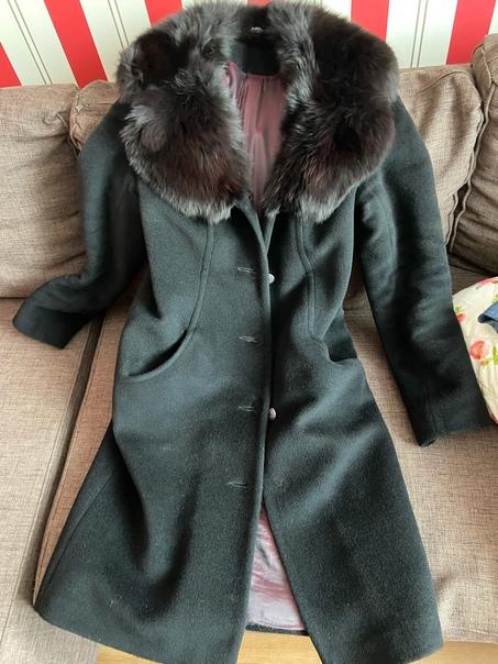 Отдам даром чёрное зимнее пальто. Приталенное, длинное, 4...