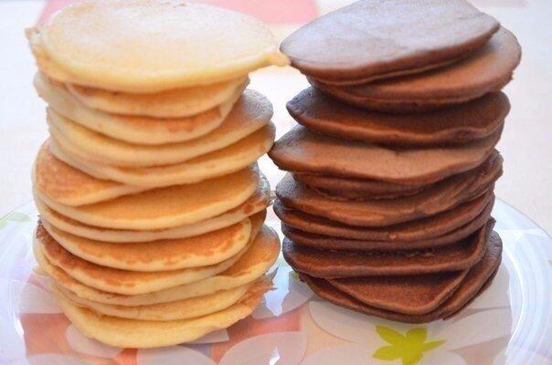 Идеальная подборка рецептов панкейков 1) Ванильные панкейкиИнгредиенты:молоко - 200 мл.мука - 250 граммяйцо куриное - 2 шт.сахар - 80 граммванильный сахар - 2 пакетикасода, гашенная уксусом - 1