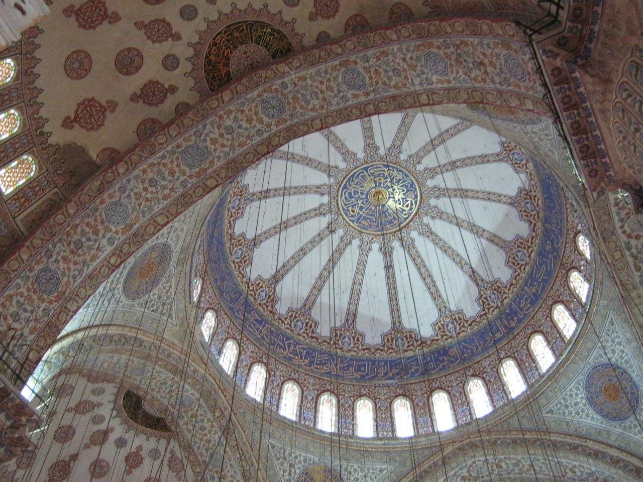 Одна из множества старинных мечетей в Стамбуле