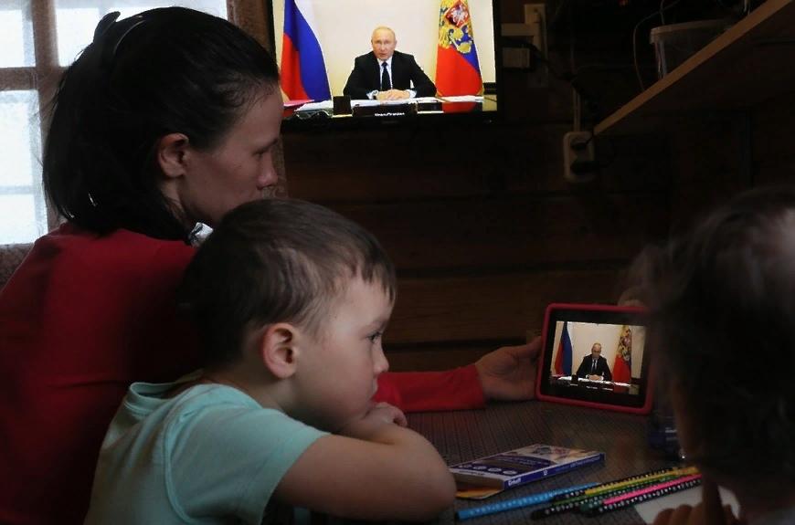 Предлагаю в июле еще раз выплатить по 10 тысяч рублей на каждого ребенка до 16 лет