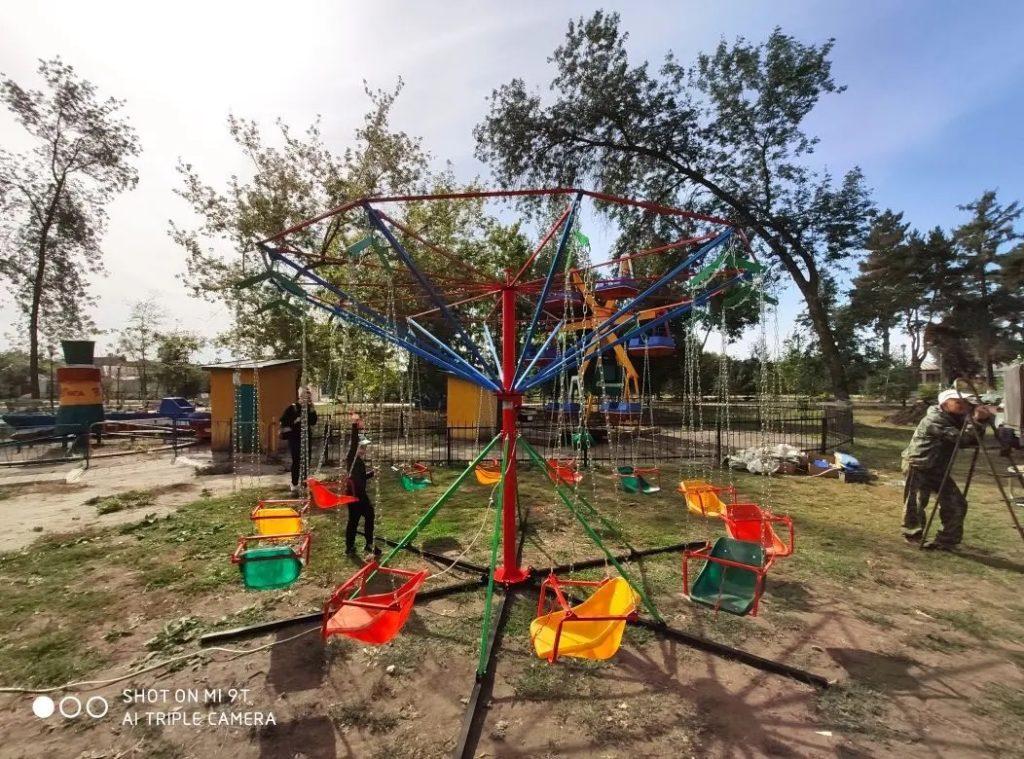 В городском парке Петровска установлены новые детские аттракционы