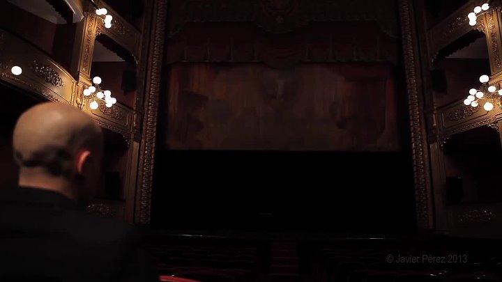 En Puntas – это видео-инсталляция Хавьера Переса (Javier Pérez) с участием балерины Амели Сегарра (Amélie Ségarra), исполняющей невероятный танец н...