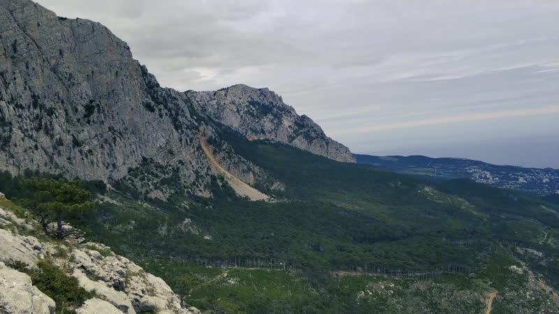 Крым Скала Шаан Кая Озеро с кувшинками